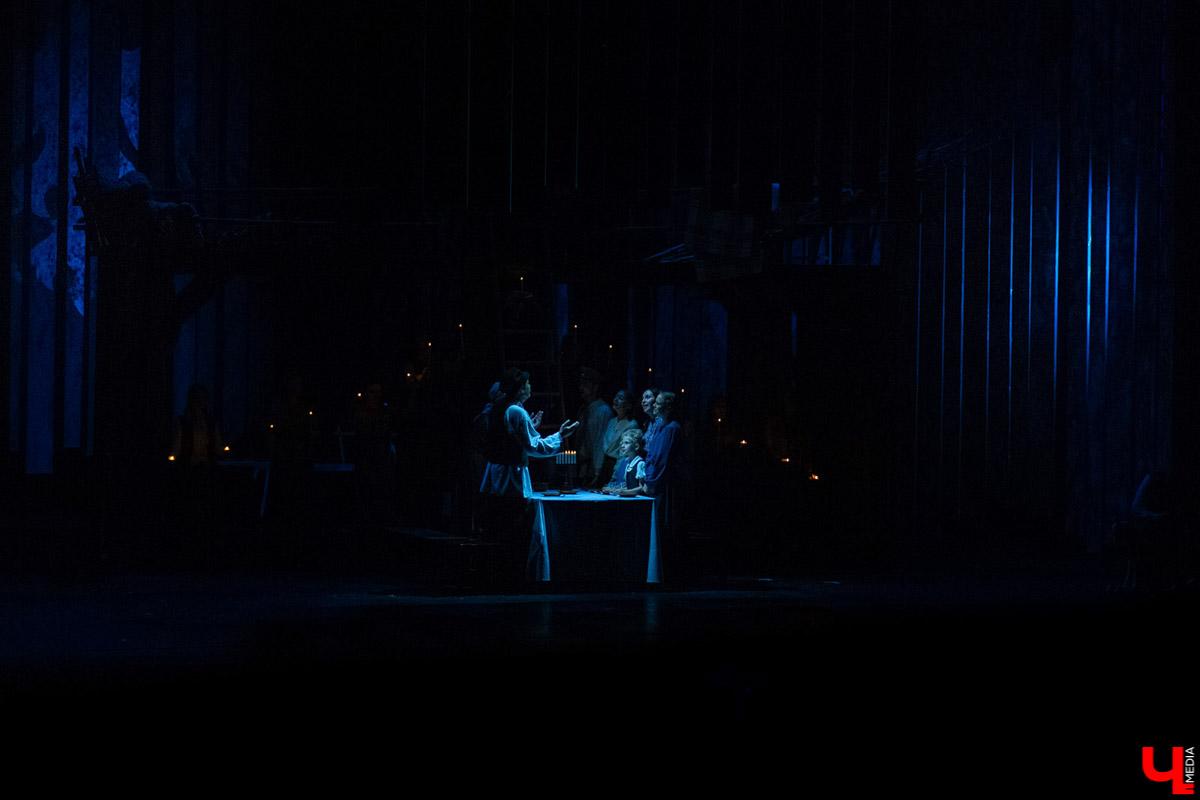 """17 октября в Театре драмы прошла премьера нового сезона, спектакль """"Поминальная молитва"""" Петра Орлова. Это история жизни Тевье-молочника, рассказанная им самим"""