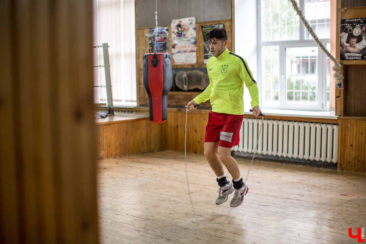 Четырехкратному чемпиону Германии по боксу Даниэлю Кроттеру устроили тренировки во Владимире: разработали программу и подобрали спарринг-партнеров