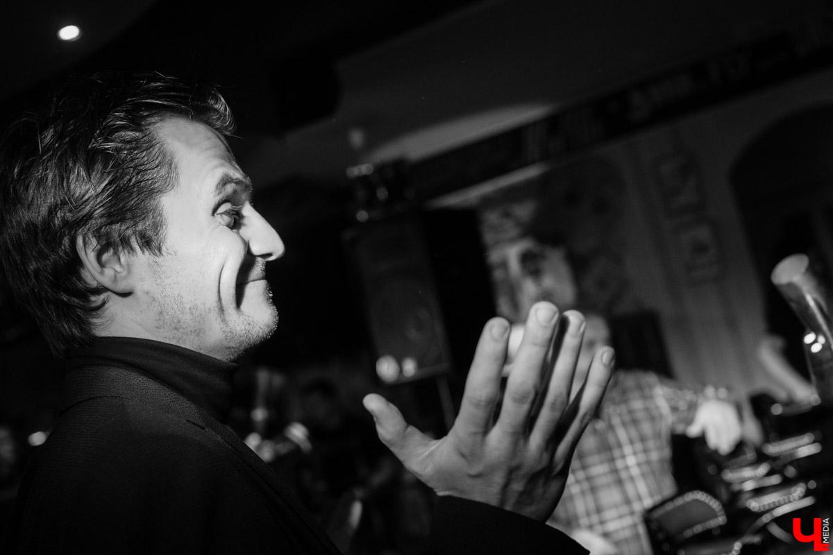 """11 января в баре """"Другой"""" прошел премьерный показ спектакля """"Назову себя..."""". Главную роль исполнил Александр Аладышев, режиссером стал Линас Зайкаускас"""