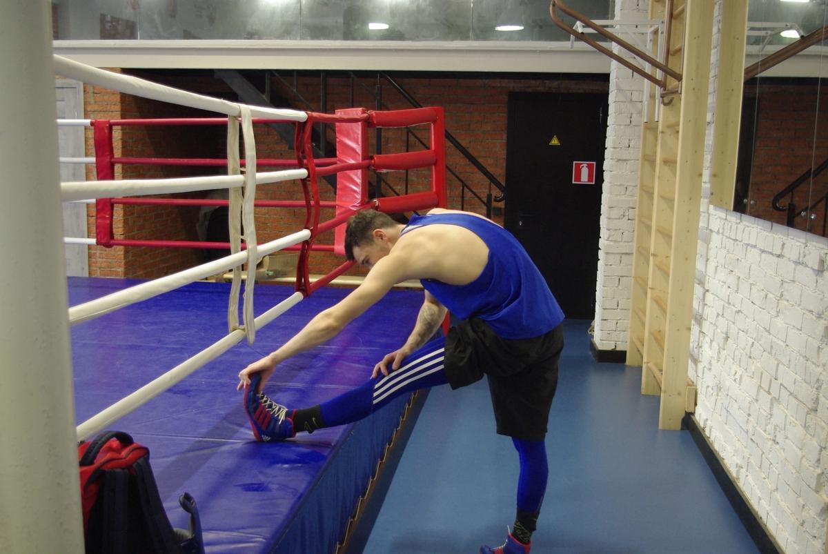 Подпись фотоНемецкие боксеры Даниэль Кроттер и Андреас Егер готовятся к чемпионату Германии по боксу во владимирском спортзале